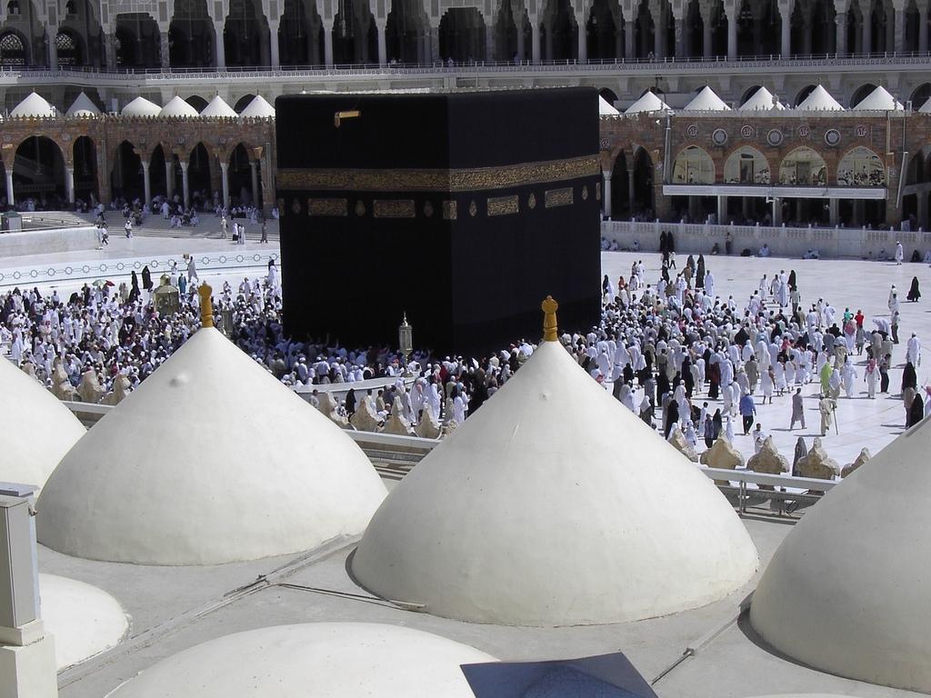http://3.bp.blogspot.com/_VgXaDXiFvX4/TMXbqSMiZ5I/AAAAAAAAAnI/K3SXzV3pSZQ/s1600/Masjid+Al+Haram+in+Makkah+-+Saudi+Arabia+(domes).jpg