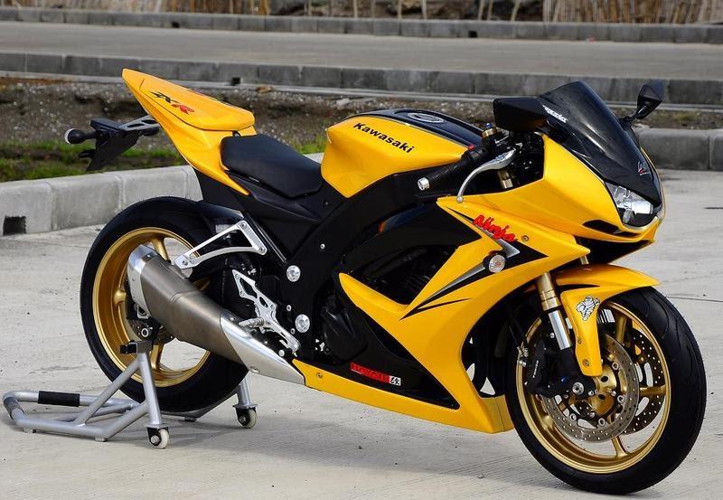 motorcycleluxury: Yamaha pulls the covers off 2010 FZ8