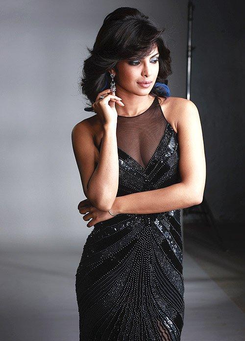 Hot Bollywood Actress Wallpaper : Priyanka Chopra, Priyanka Chopra Photo, Priyanka Chopra Hot Picture, Hot Bollywood Actress Priyanka Chopra in Black Dress Sexy Photo