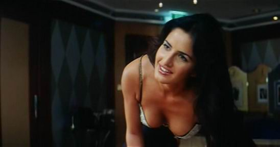 Katrina  kaif sexy Videos - Katrina kaif boom film video clip, katrina  kaif in BOOM Video, Video clips, Katrina  Kaif Hot Boobs from Hindi Movie BOOM Watch Online