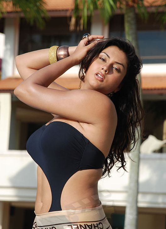 Tamil Bra http://bollywoodhotty-actress.blogspot.ae/2010/12/indian-actress-namitha.html