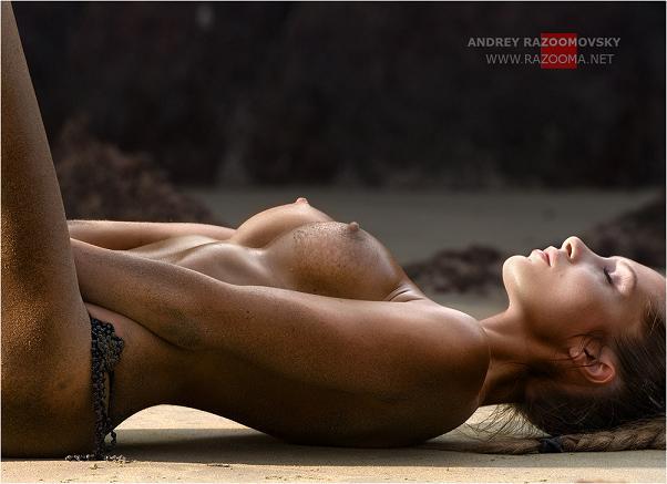 Andrey Razumovsky Mulheres Nuas Na Praia Areia Sey