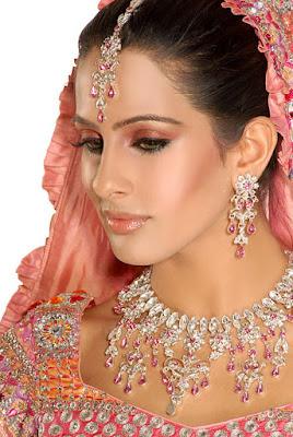 Latest-Pakistani-Bridal-Dresses-Makeup-and-Jewelry