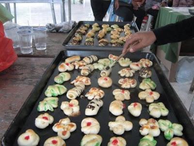 Peserta Praktek Bersama Membuat Roti Unyil Aneka Topping