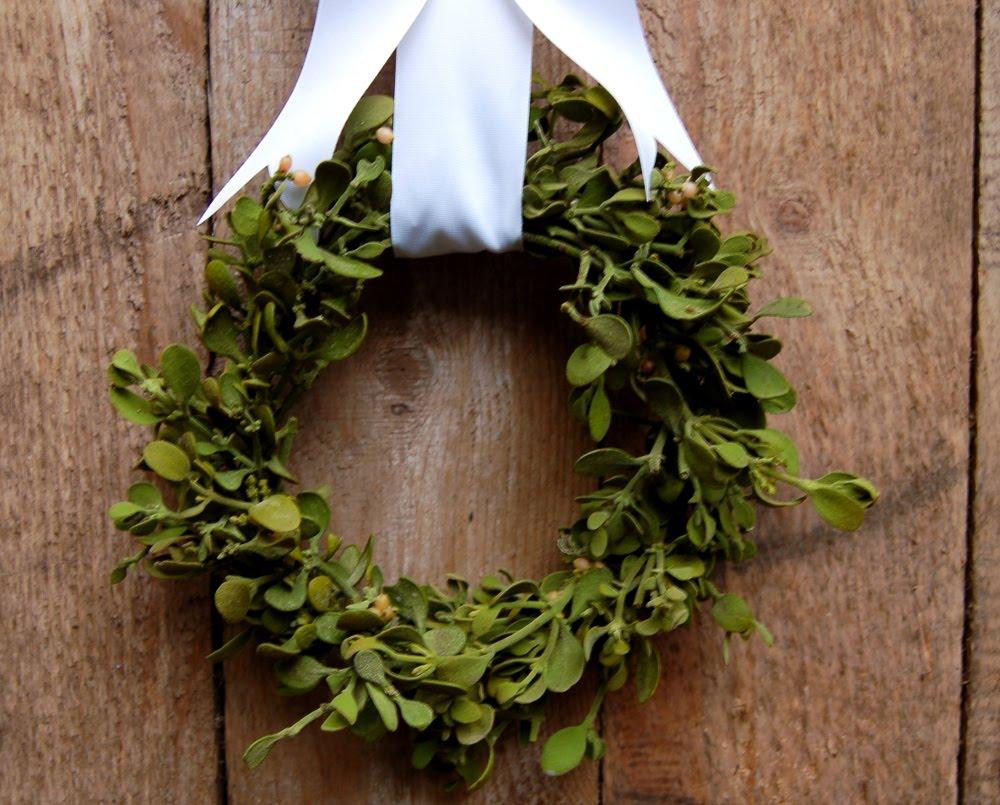 simple heart mistletoe wreath. Black Bedroom Furniture Sets. Home Design Ideas