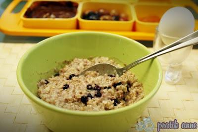 Çocuklar için kahvaltı – Meyveli yulaf ezmesi
