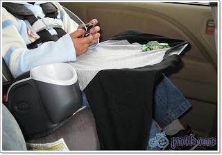 Araba yolculukları için pratik aktivite tepsisi