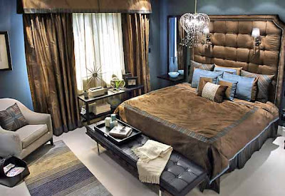 Not a bedroom, a real mixed-chocolate! Brown silk, square Kapiton like lacquer plates, blue glitter wrap