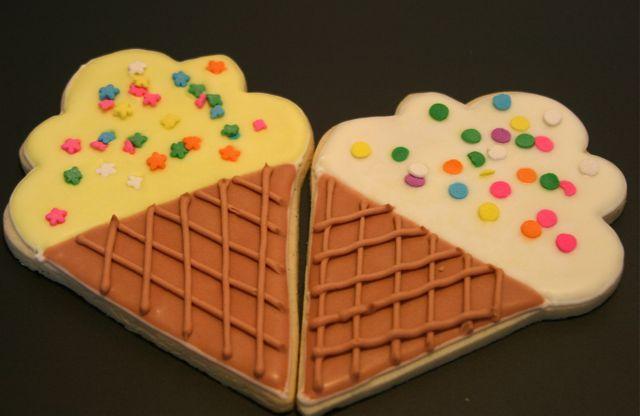 tan solo es ponerse y solo se necesitan tres cosas para decorar galletas muchas ganas mucha paciencia mucho tiempou
