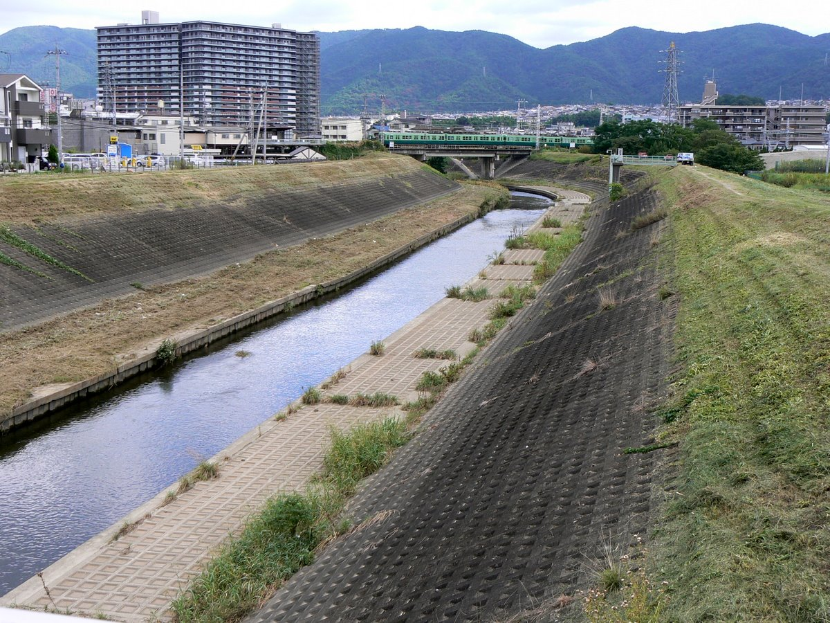 Japan Underground Flood Control http://eatplayrove.blogspot.com/2010/09/japan-land-of-tetra-block.html