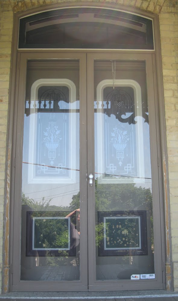The dusty victorian victorian front entrance doors for Victorian front doors