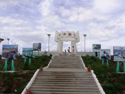Тугрик - памятник монголо-российской дружбе в Эрдэнэте