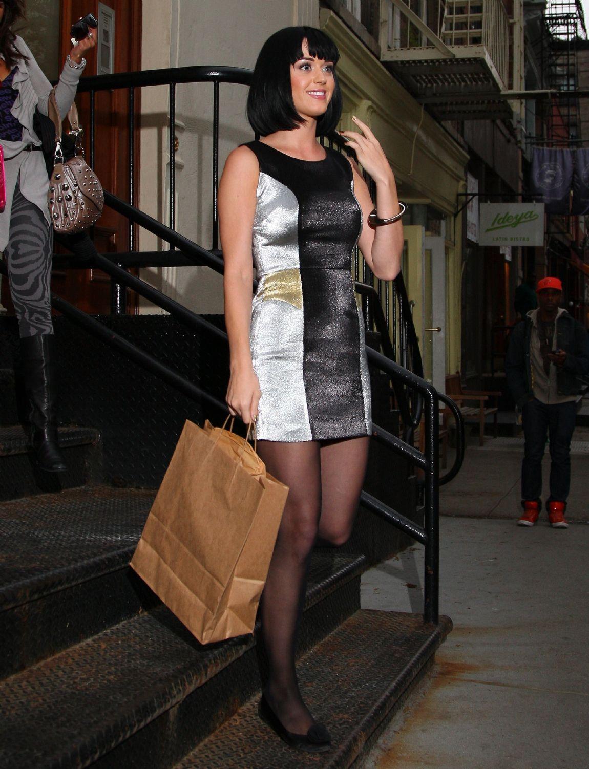 http://3.bp.blogspot.com/_VvCaQlz5Gvs/TLBQL1gZE1I/AAAAAAAAB48/yYQMisj2qxc/s1600/katy+perry+sexy+legs+01.jpg