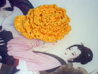 Horgolt sárga rózsa