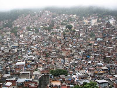 http://3.bp.blogspot.com/_VwUpsv4ebeM/SrOyB-AuuuI/AAAAAAAABgE/L5Wa8uLsYF8/s400/Favela+Rocinha2.jpg