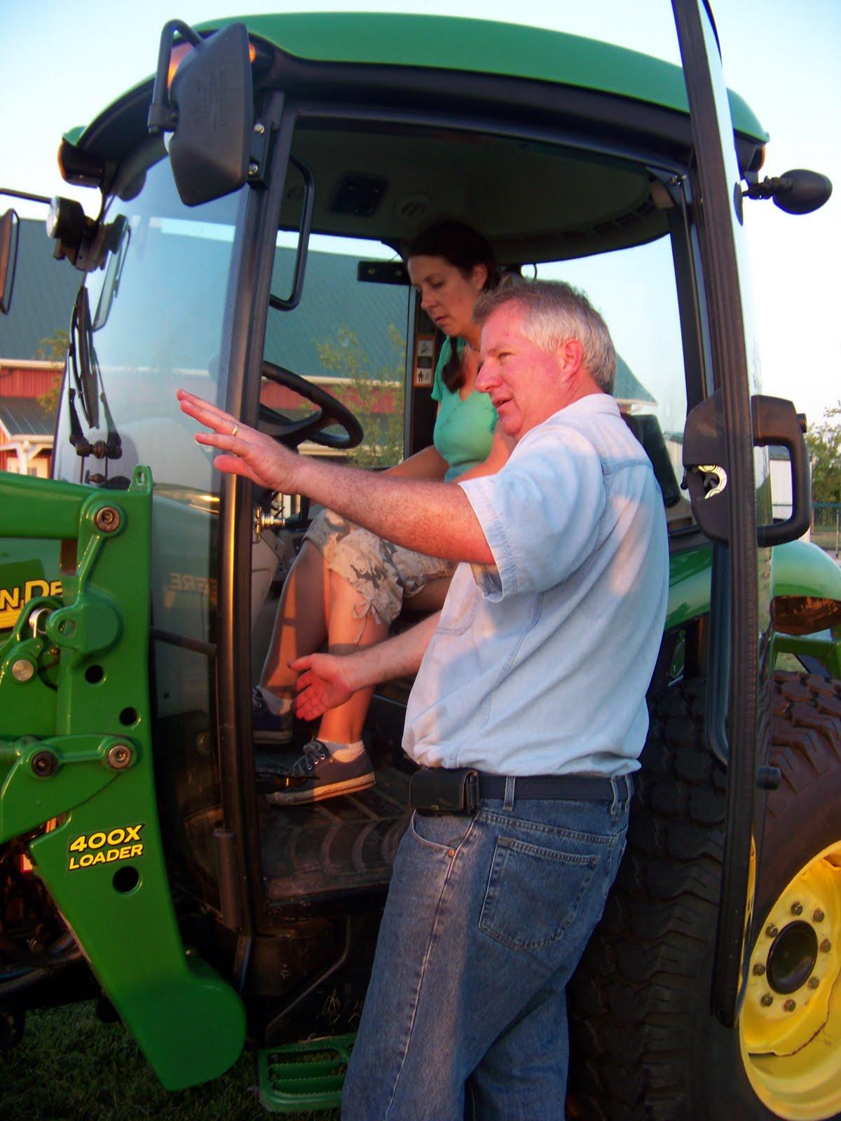 http://3.bp.blogspot.com/_Vx2FmMKE9w4/TECQ-Mvk2hI/AAAAAAAAAPg/MhDdo5jOt3o/s1600/Tractors+101+Workshop+056.JPG