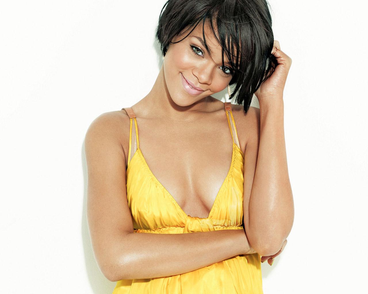 http://3.bp.blogspot.com/_VxSUkzjNTLU/TK38rg_KWnI/AAAAAAAASHI/c01ZcafDE3A/s1600/Rihanna+wallpaper.jpeg