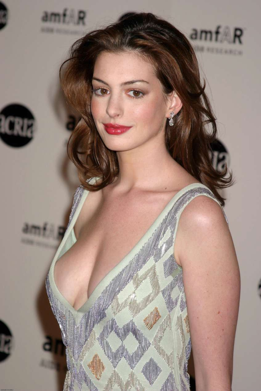 anne_hathaway_is_hot.jpg
