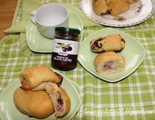 Fagottini con crema di olive e scamorza