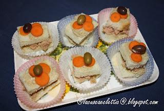 Mini sandwich con crema di carciofi e tonno sott'olio