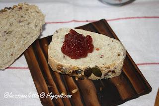 Pane di segale e farina integrale con semi vari