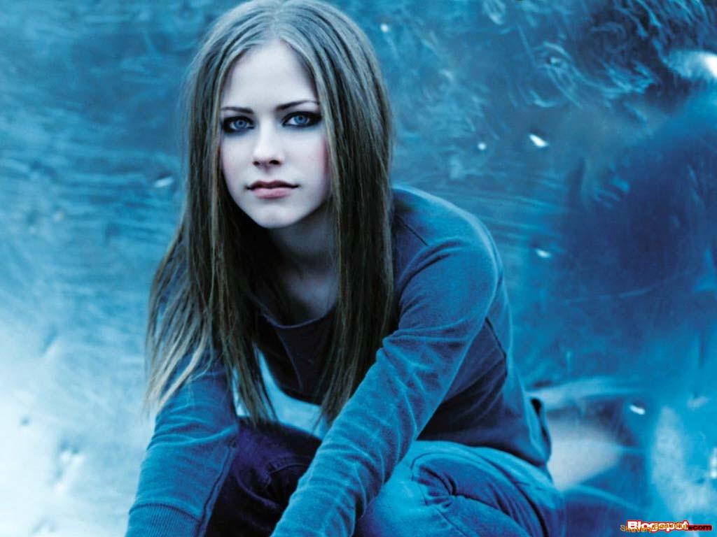 http://3.bp.blogspot.com/_Vyuvx8gQ80c/TC446u1o5JI/AAAAAAAAJ2A/6L-D2RwYXwM/s1600/Avril_Lavigne_22.jpg