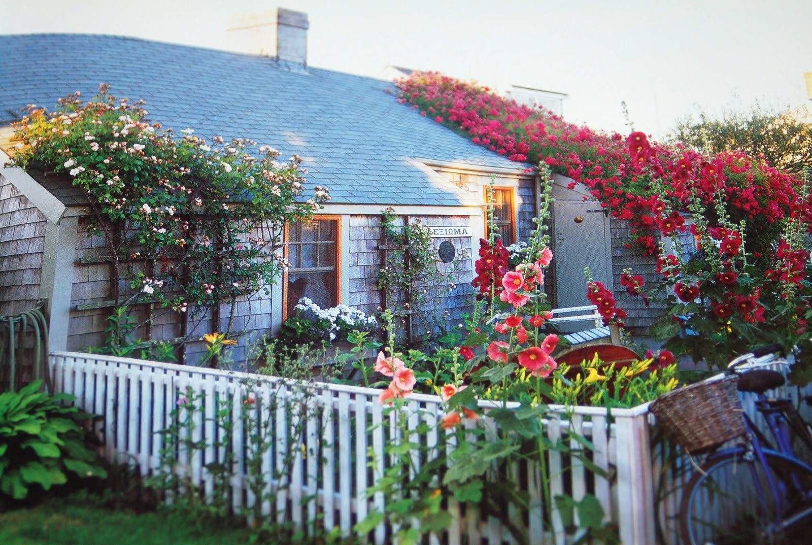 Bygone living sea captains 39 houses and rose covered cottages for Nantucket by the sea
