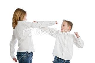 http://3.bp.blogspot.com/_VzEFav7VZPk/TP4caHNLaKI/AAAAAAAAAFg/cVoRY_VnCt8/s1600/ist2_8610651-boy-vs-girl-fight.jpg