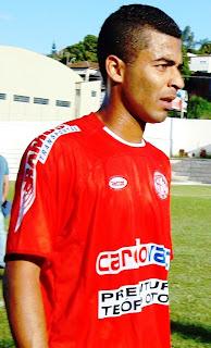 Ditou o ritmo, arrumou o meio campo e ataque ainda fez um gol, Wallace Monteiro