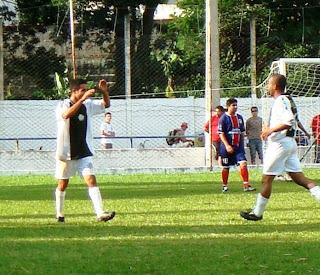 Tuia, comemora o terceiro gol