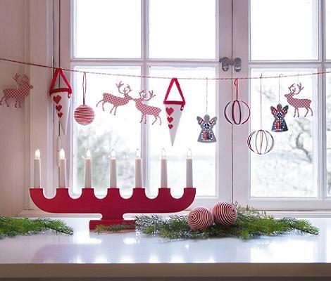 Trucos ingeniosos para tu dia a dia decorar ventanas y for Como adornar puertas y ventanas en navidad