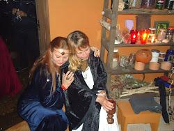No Grande Manancial do Amor, Senhoras servem à Deusa mantendo aceso o Fogo Sagrado Lua após Lua...