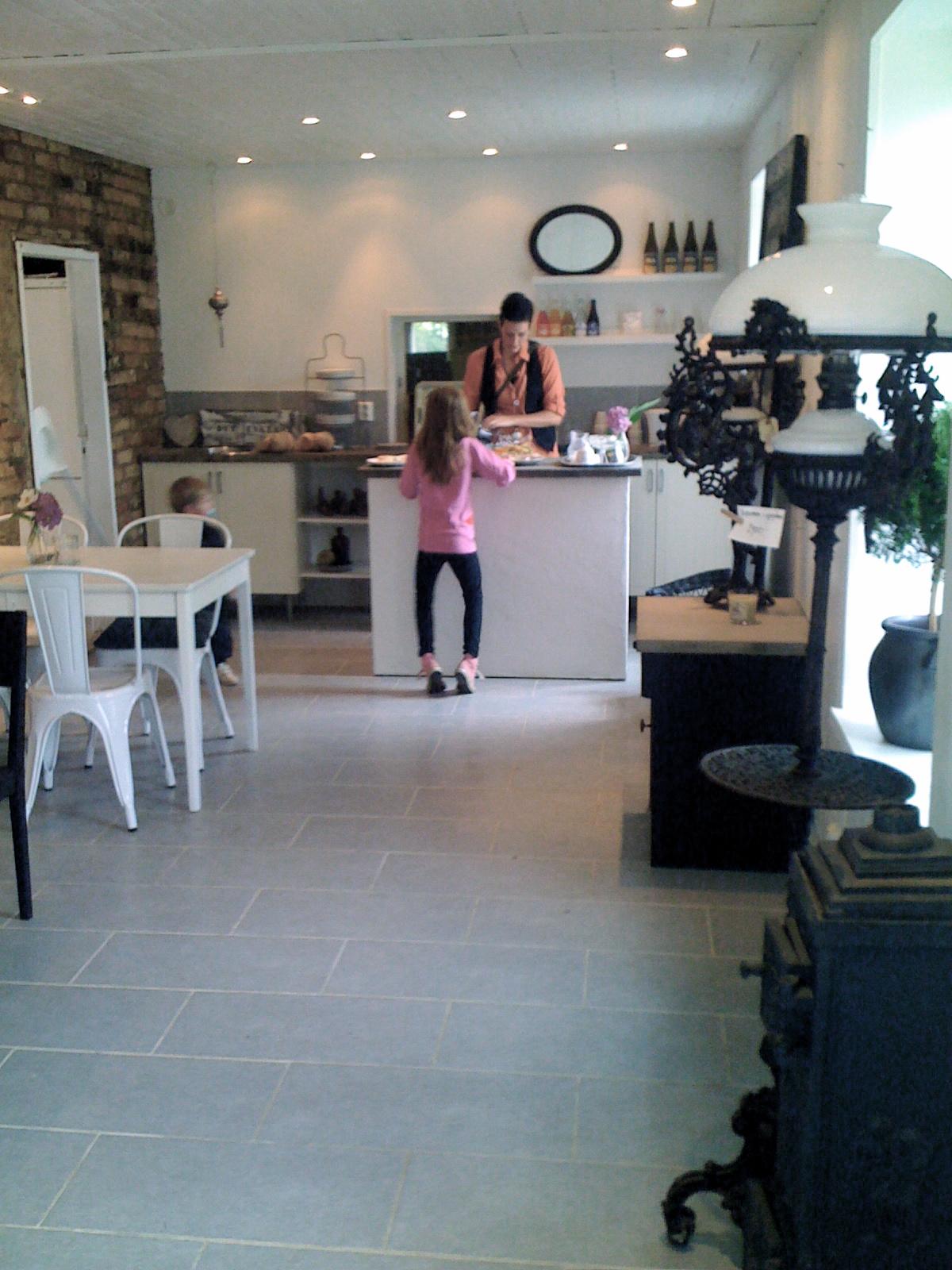 Mvh/borstahusen: enkla ting och betongskiva till köket