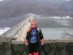 """Linga barajul """"Valea Uzului"""""""