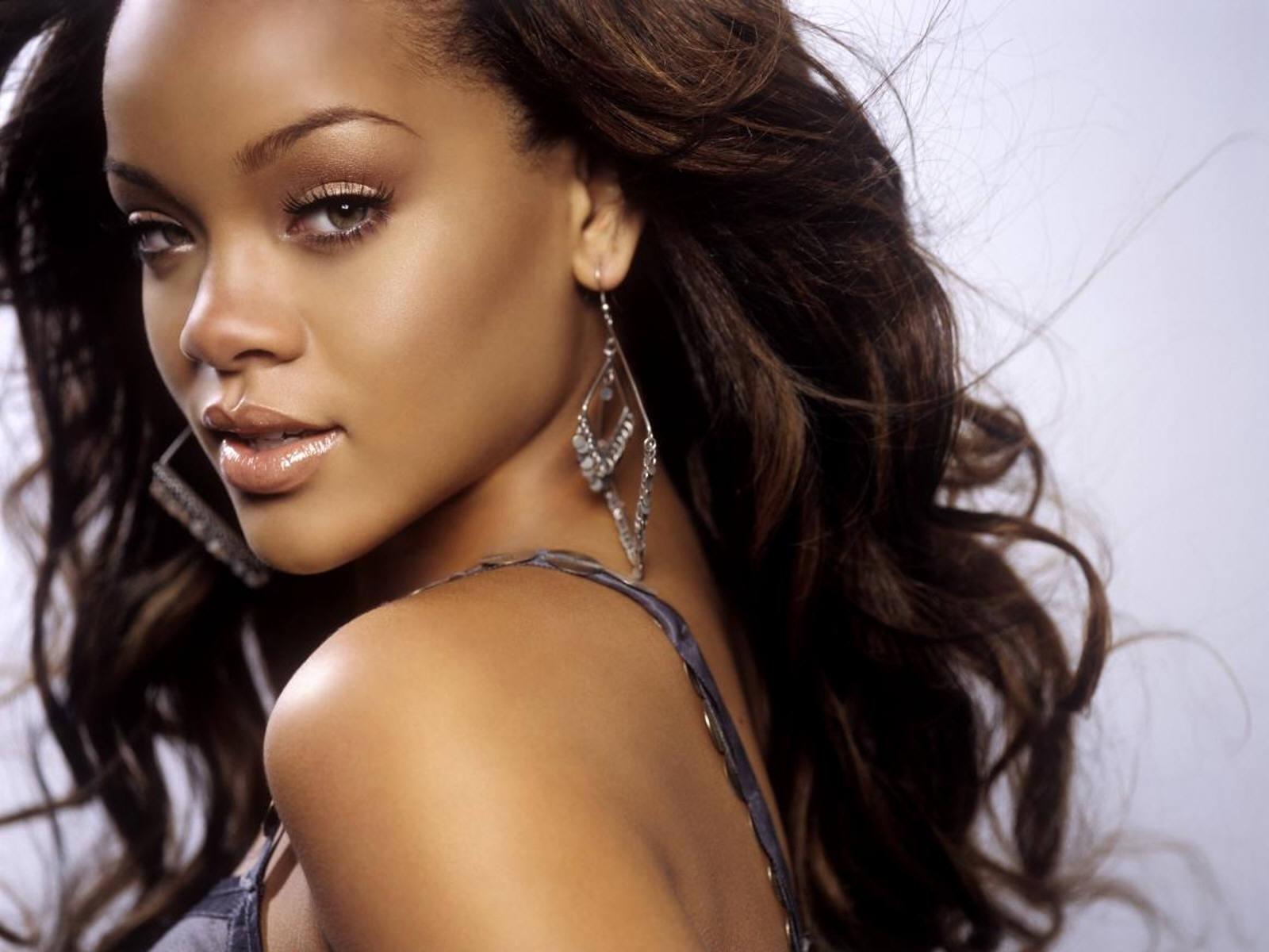 Rihanna Bikini Wallpapers Picture 6