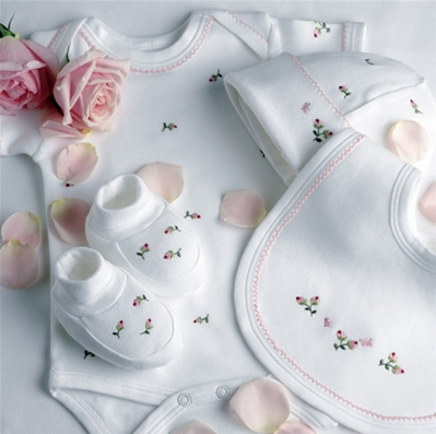 Unique Baby Gift Ideas on Designer Baby  Baby Rosebud Layette