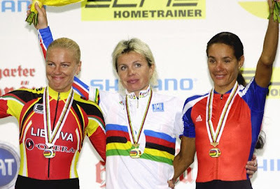 Stuttgart 2003 - Olga Slusareva, Edita Kubelskiene y Yoanka González