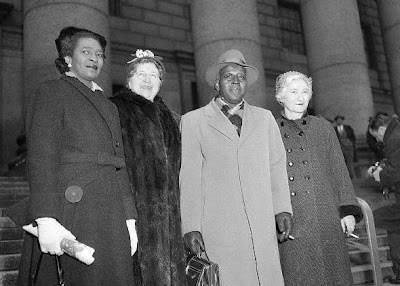 Claudia Jones, Elizabeth Gurley Flynn, Pettis Perry y Betty Gannett