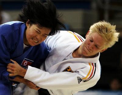 Atenas 2004 - Combate entre Kye Sun-Hui e Yvonne Bönisch
