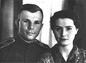 Yuri Gagarin y su esposa Valya