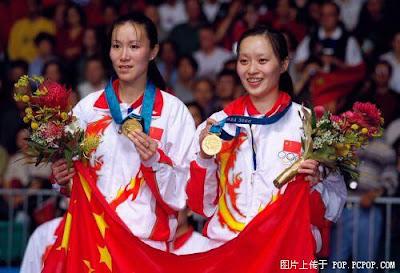 Sydney 2000 - Ge Fei y Gu Jun, campeonas en dobles de badminton