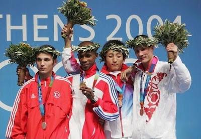 Atenas 2004 - Medallistas en peso minimosca de boxeo, con Yan Bhartelemy, Atagun Yalcinkaya, Shiming Zou y Sergey Kazakov