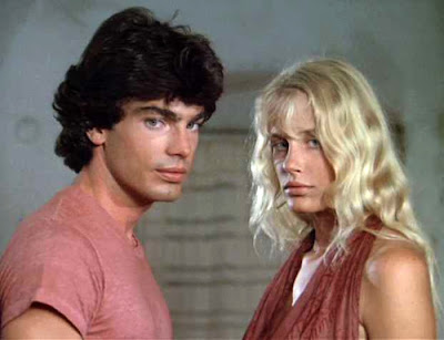 Peter Gallagher y Daryl Hannah en Summer Lovers (1982)