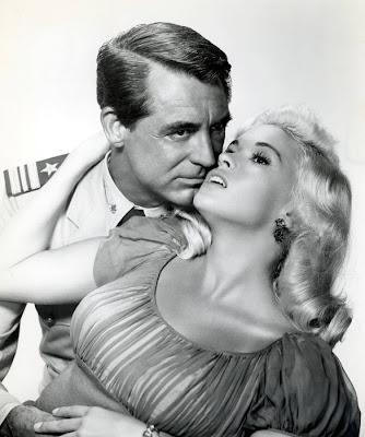 Jayne Mansfield y Cary Grant en Bésalas por mí (1957)