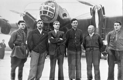 Nikolai Galkovsky, Nikolai Kastanayev, Sigizmund Levanevsky, Gregory Pobezhimov, Nikolai Godovikov y Victor Levchenko
