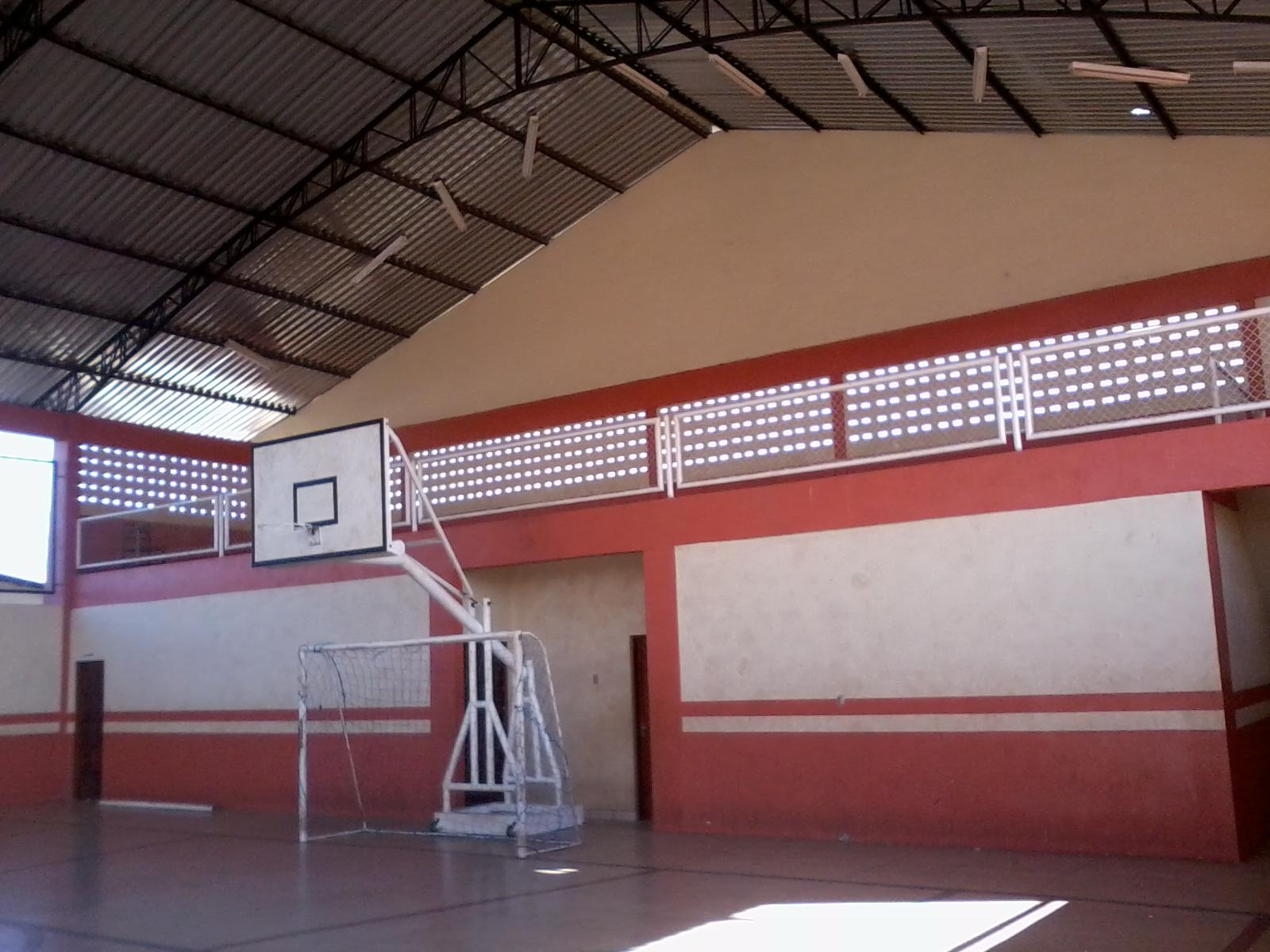 escola tem agora cozinha mais ampla depósito área de refeição  #8E3F3D 1600x1200 Adaptação Banheiro Cadeirante