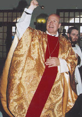Christoph Schönborn il cardinale di Vienna vestito sfarzoso sulle spalle del poveretto di Nazareth!