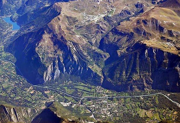 Alpe d'Huez climbs the side