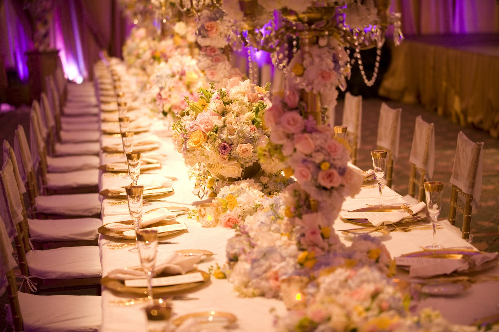 Diva with a fork disney 39 s fairy tale weddings magical for Classy wedding table decorations