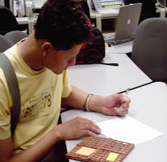 Estudiante trabajando con el Plano Cartesiano Tctil